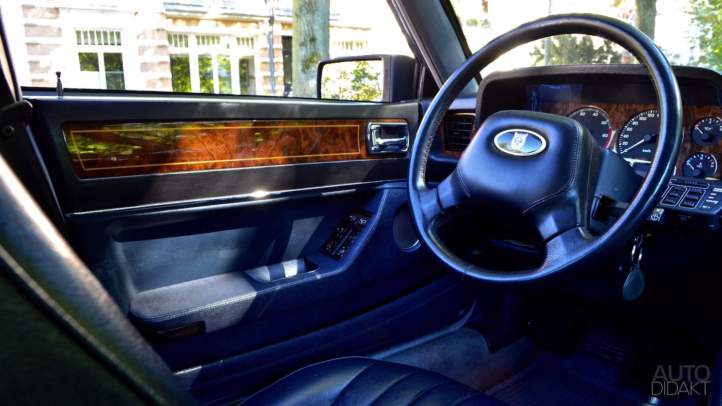 jaguar-xj40-interior-blue-3.jpg