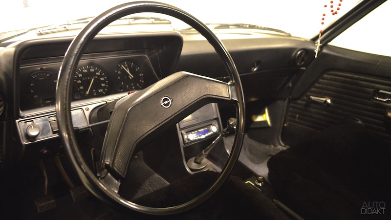 opel-rekord-d-coupe-interior-2.jpg